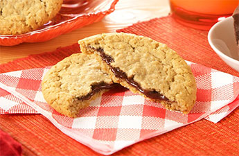 Oatmeal Cookie filled with Chocolate